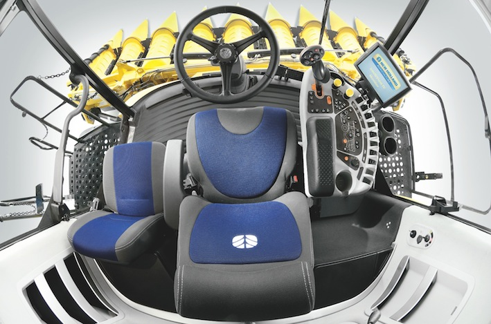 NewHolland_CX_cab
