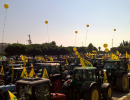 Agricoltori con i trattori in piazza a Fieragricola, contro gli insetti killer