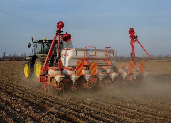 I costruttori al Governo: i lavori nei campi hanno urgente bisogno delle macchine