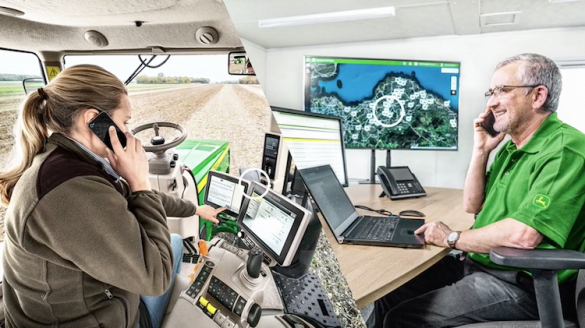John Deere Connected Support™: vicini al cliente, mantenendo la distanza