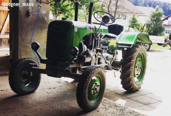 La caccia al trattore Steyr si scatena sui social