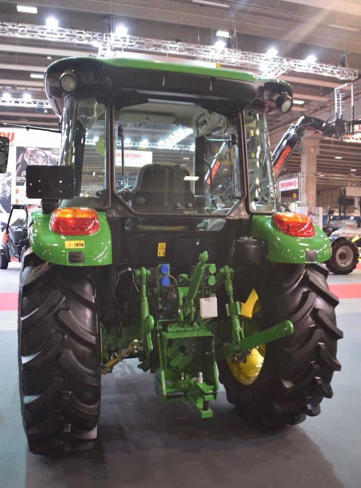 John Deere trattori 5E : maggiore comfort e nuovo design