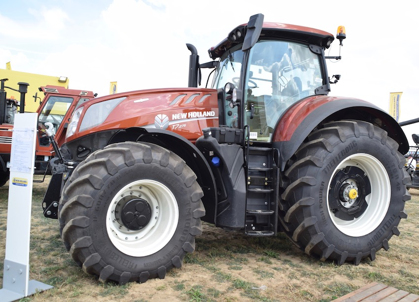 New Holland T7.275 in livrea terracotta