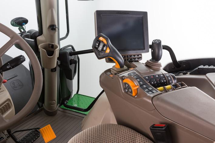 John Deere: joystick CommandProsu tuttiitrattori6R