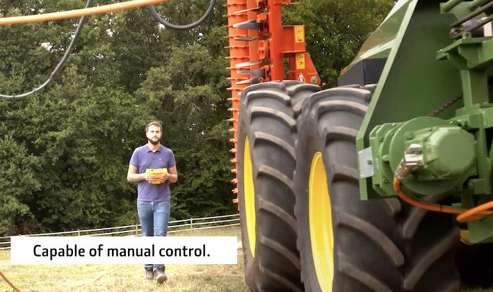 John Deere: dopo SESAM è la volta di GridCON, trattoreelettricoalimentato via cavo