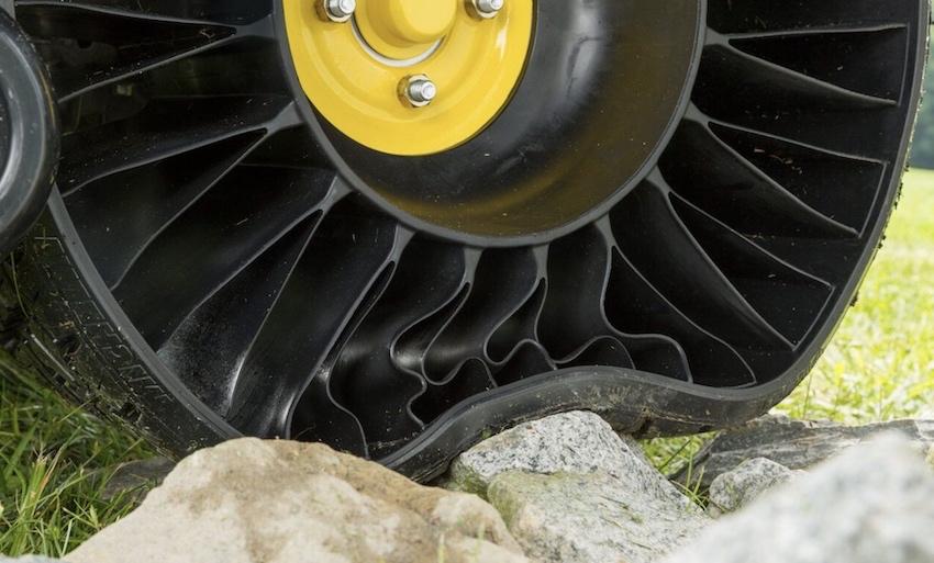 Michelin X Tweel Turf: il lancio in Europa, sul tosaerba ZTrak serie 900 di John Deere