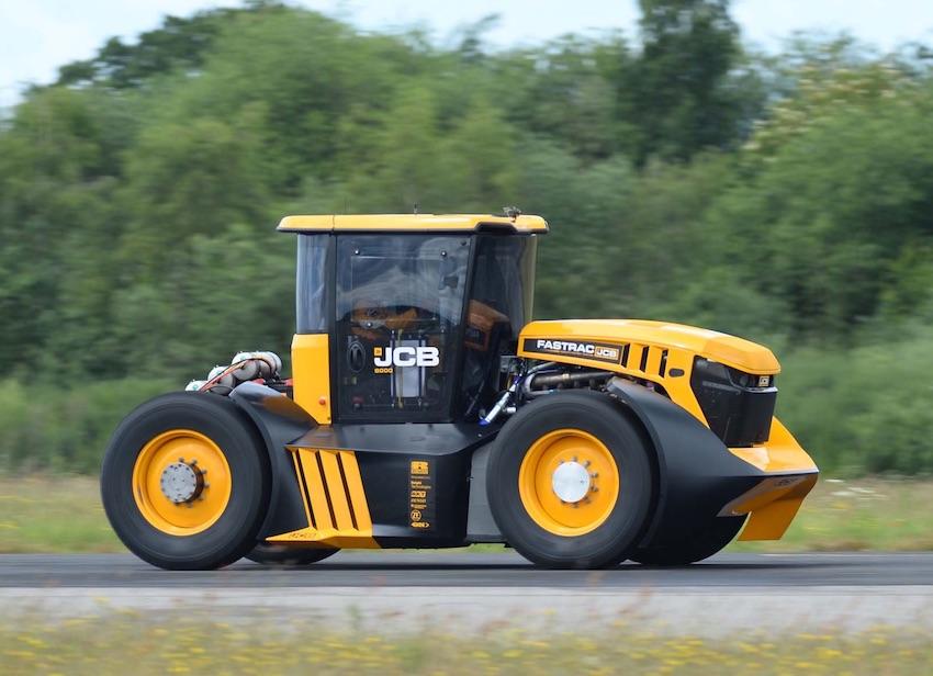 JCB: oltre i 166 chilometri orari con il Fastrac ad alta velocità