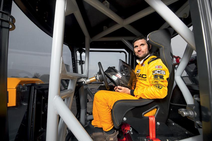 JCB: il Fastrac Two sfreccia a oltre 217 chilometri all'ora ed entra nel Guinness dei primati