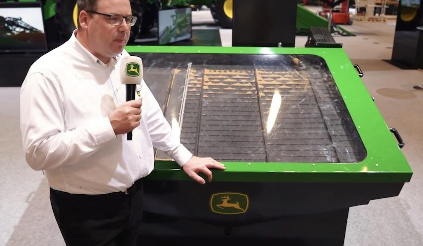 John Deere: il debutto all'Agritechnica della mietitrebbia X9, assiale a doppio rotore