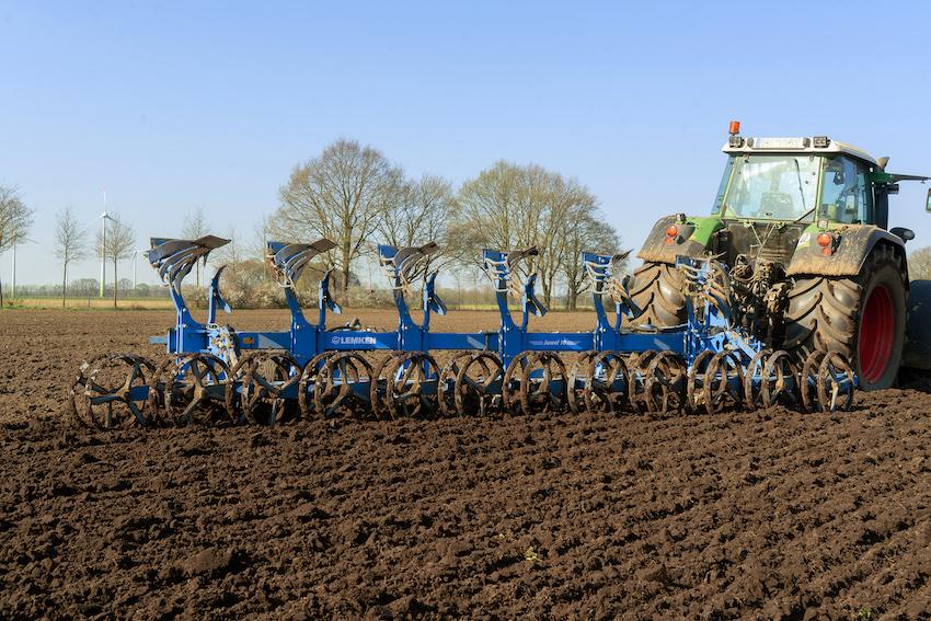 Lemken: nuovo aratro portato reversibile Juwel 10, per trattori fino a 450 cavalli